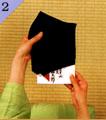 手帛紗(つつみ帛紗)での渡し方手順2